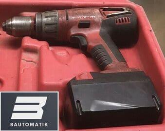 Milwaukee Akkuschrauber aus unserem Akkuschrauber Test in roter Farbe mit Bautomatik Logo